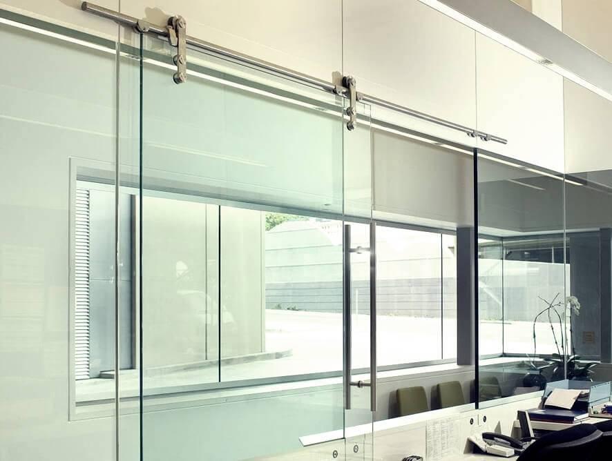 Porta de Correr - Rocha Esquadrias - Esquadrias de Aluminio e Vidros Temperados em Curitiba - Esquadrias de Alumínio em Curitiba